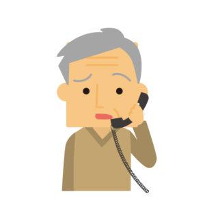 不満そうに電話するおじいさん