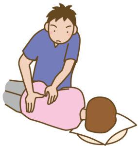 腰を施術する整体師