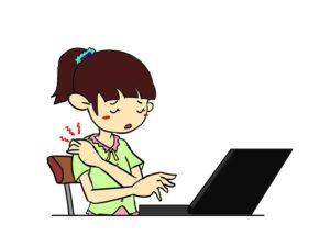 ノートパソコンで肩こりがする女性