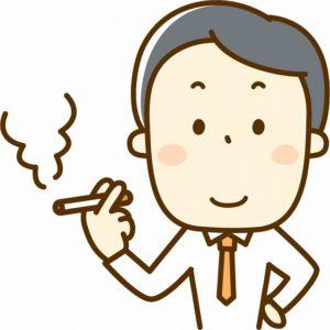 タバコを吸うスーツ姿の男性