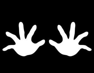 両手の平をかざす様子